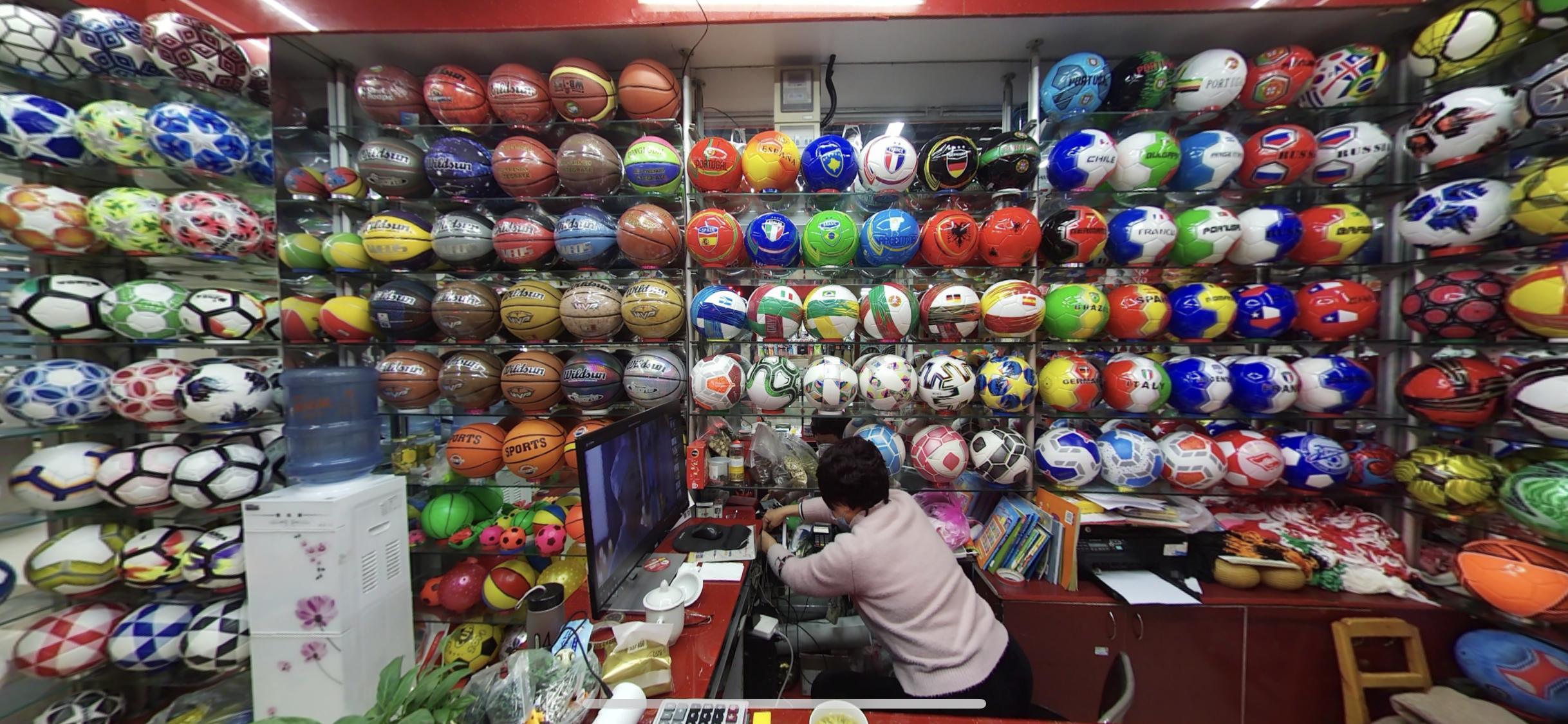 Fútbol, baloncesto, voleibol.